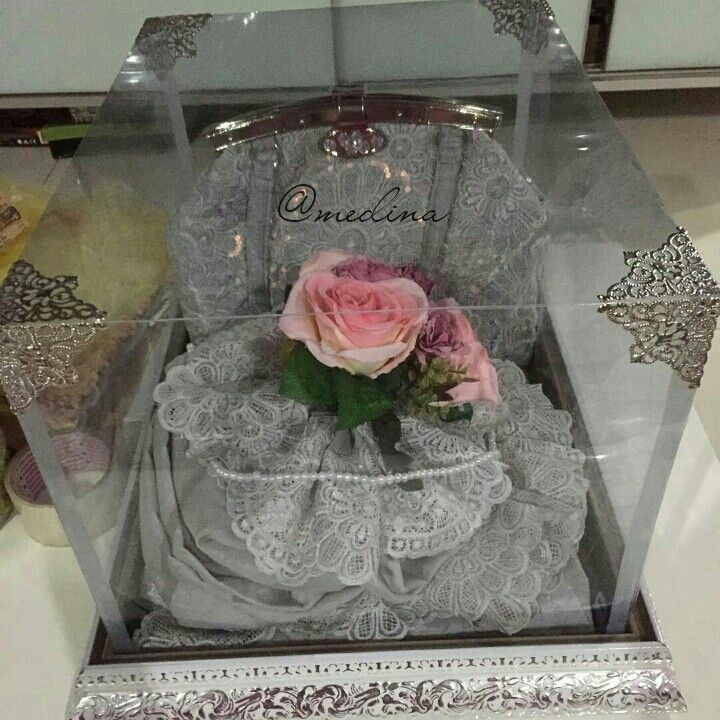 Mukenah set. White tray. IG @medina_rumahseserahan