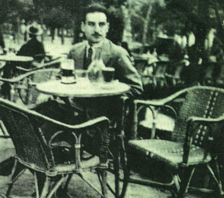 Francisco Ayala en el Café Gijón de Madrid, 1930.