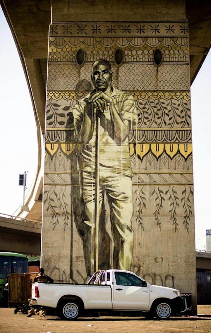 Peintures murales spectaculaires des colonnes de soutien d'un viaduc en Afrique…