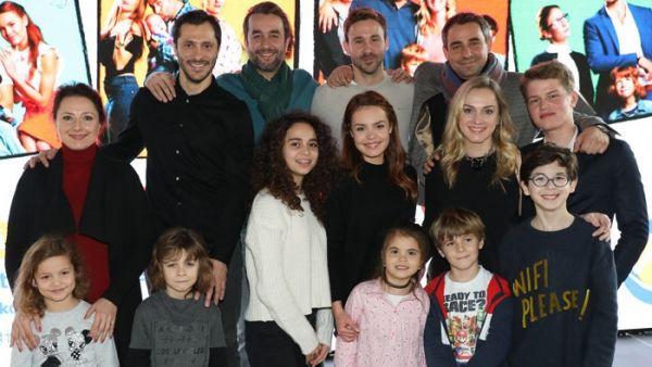 Televízia Markíza prišla s novinkou. Od začiatku januára vysiela rodinný seriál Oteckovia zo života štyroch mladých mužov – otcov, z ktorých každý zápasí s úlohou rodiča po svojom.