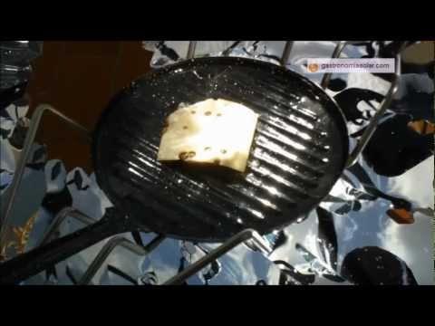 Hamburguesa con queso elaborada en la cocina solar. Más información en: http://www.gastronomiasolar.es/2012/02/hamburguesa-con-queso-en-la-cocina.html