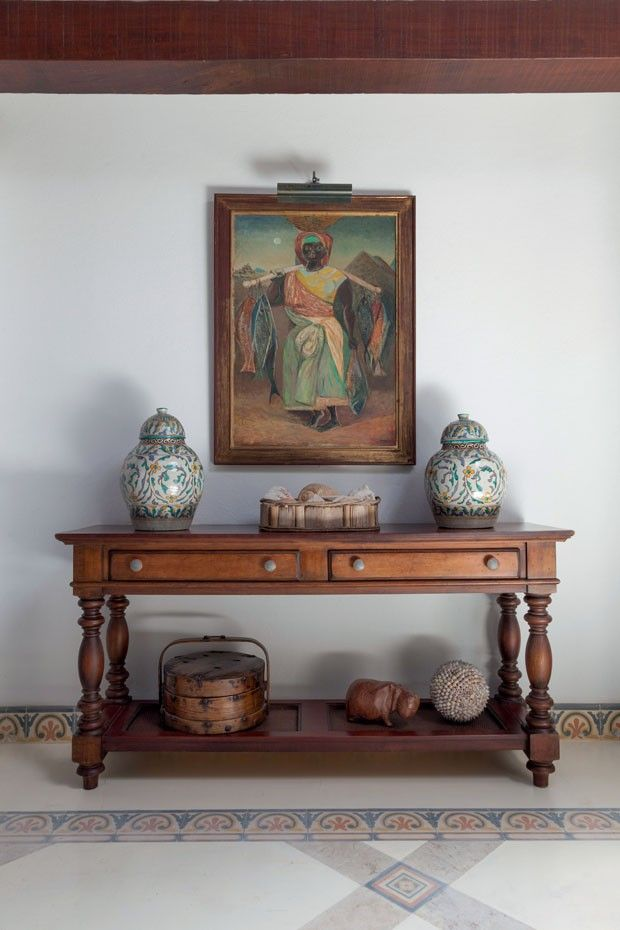 decoracao de interiores estilo marroquino: de Agosto, de Tiradentes, MG, recebe dois vasos marroquinos vindos de