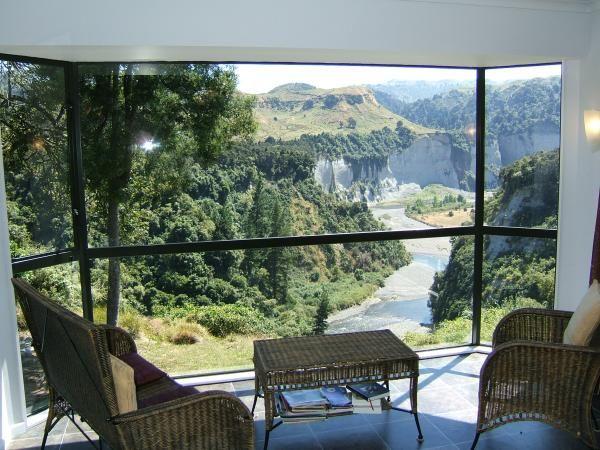 Taihape Holiday Guest House Rental - 6 Bedroom, 4.0 Bath, Sleeps 14