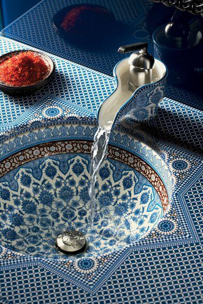 """15 stilvolle Badmöbel: Keramikwaschtisch """"Marrakesh"""" mit arabischem Muster"""