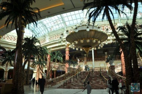 Las Vegas? Not at all. The beauty and the unique Intu Trafford shopping centre from Manchester gives you the impression that it's all about the famous American city