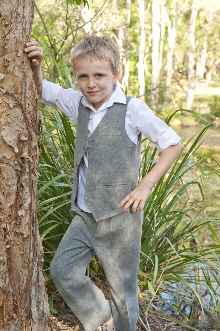 Versatile light grey boys suit.Get it now at sale price!   #greysuit #lightgreykidssuit #lightgreyboyssuit #childrensuits