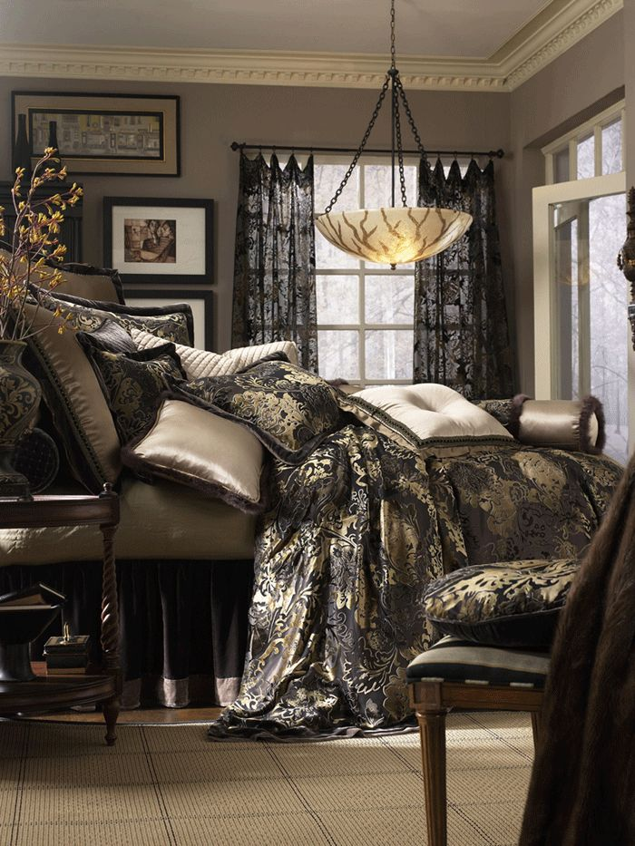 I LOVE the drapes and bedding set