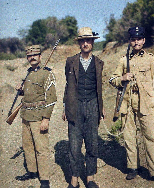 1913 και με τον αστυφυλαξ και με το χωροφυλαξ!