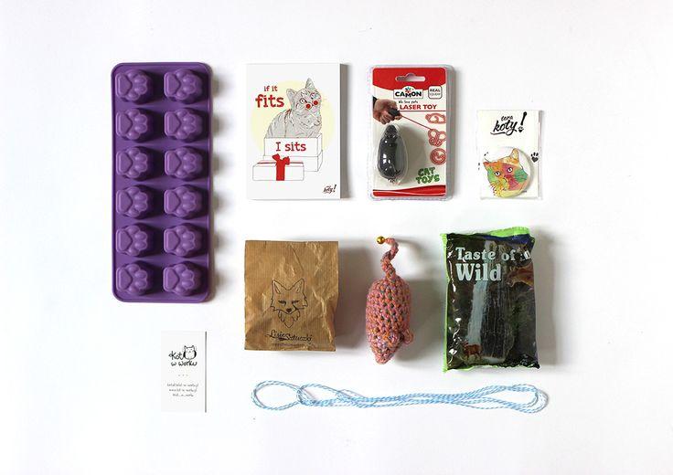 Produkty z majowego Kota w worku. Zdjęcie: Paweł Kozakowski #box #niespodzianka #subskrypcja #myszka #kot #kociara