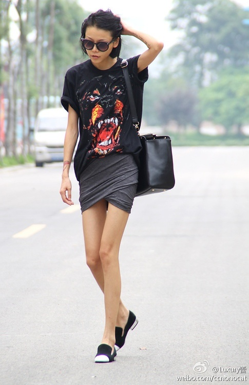 Tee/mini/loafers. Givenchy.