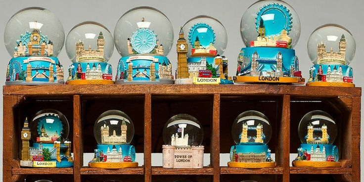 Weekend a Londra? Ecco i souvenir da non comprare - London CityAirport ha diffuso una simpatica lista contenente gli oggetti più strani confiscati in aeroporto dai bagagli a mano dei viaggiatori. L'obiettivo? Ricordare ai passeggeri le regole aeroportuali. - Read full story here: http://www.fashiontimes.it/2016/05/weekend-londra-ecco-souvenir-non-comprare/
