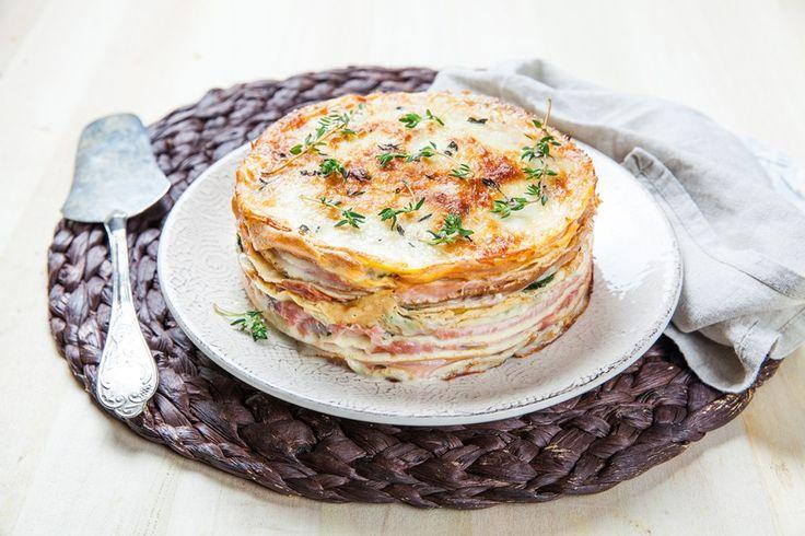 Torta di crepes salata con prosciutto e formaggio