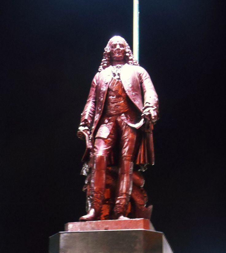 Le Territoire de l'Union et les Etats du Tamil Nadu, statue de Dupleix à Pondichéry  http://www.actupondy.com/fr/actupondy-pondichery/91-categories-en-francais/zoom-sur-pondichery/histoire-de-pondichery/22058-le-territoire-de-l-union-et-les-etats-du-tamil-nadu