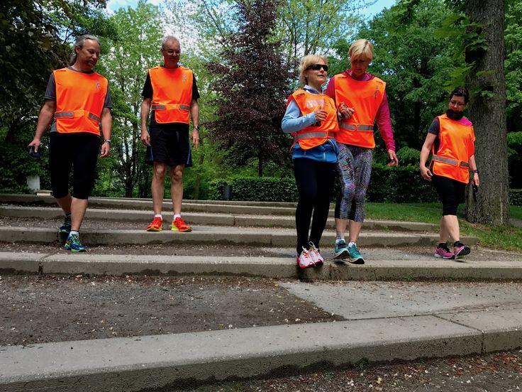 BLIND-JOGGING Bei Laufinstinkt+® Augsburg gibt es jetzt einen zertifizierten Blind-Jogging-Guide - einen Führer & Begleiter für sehbehinderte und blinde Läuferinnen und Läufer.   #Blind_Joggingt #sehbehindert #blind #Braille_Alphabet #Laufsport #Lauftraining #Joggen #Inklusion #Lauftherapie #Lauftherapeuten #Laufkurse #Einsteiger #Laufprogramm #Running_Guide #Läufer #Läuferin