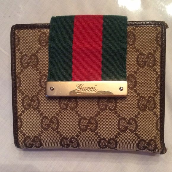 Beautiful Gucci wallet Authentic Gucci wallet in good condition has few of wear but in excellent condition. Gucci Bags Wallets