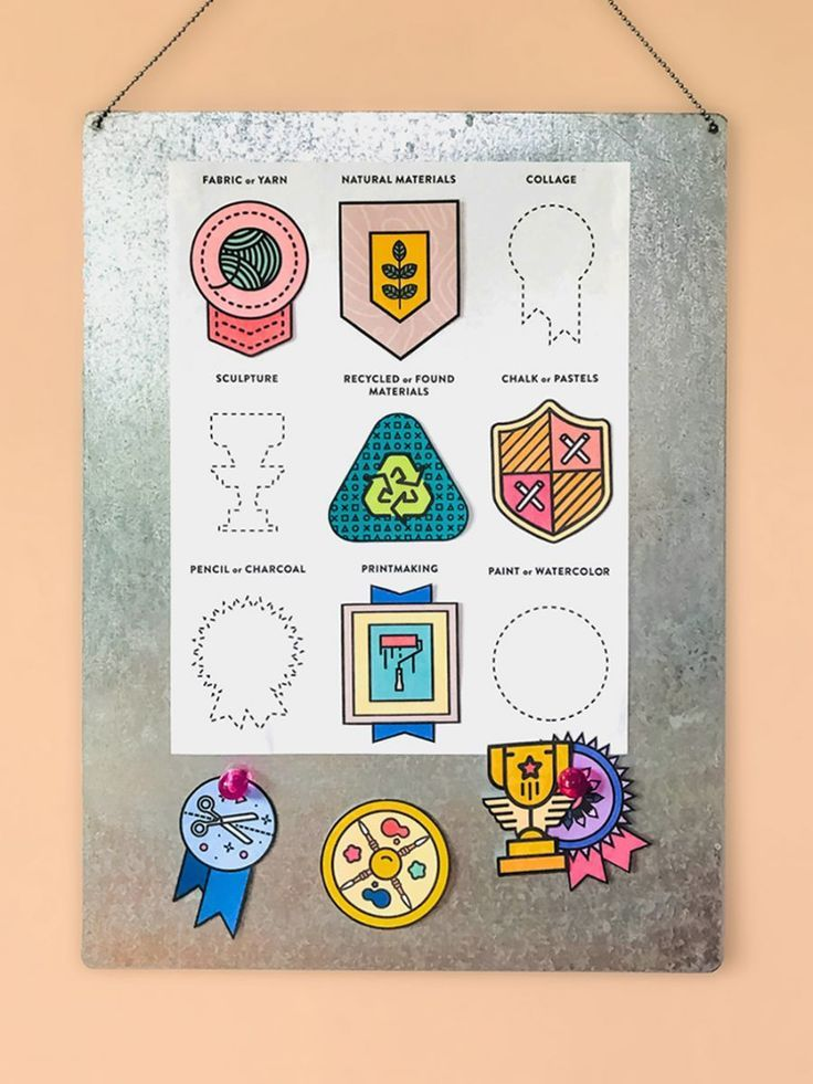 Free Printable Art Badges for Kids. Printed or blank ones to color your own with week or month long art prompts.