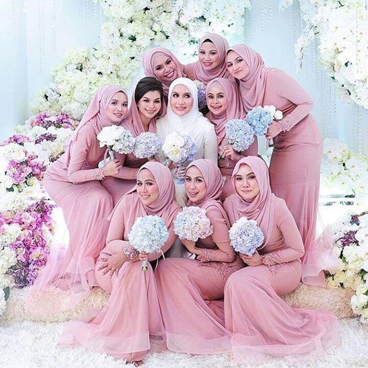 "836 Likes, 16 Comments - Muslim Wedding Inspo (@muslimweddinginspo) on Instagram: ""This is so cutee!! ❤❤ @ellybillionaire #bridesmaids #indonesianbride #indonesianwedding #indonesian…"""