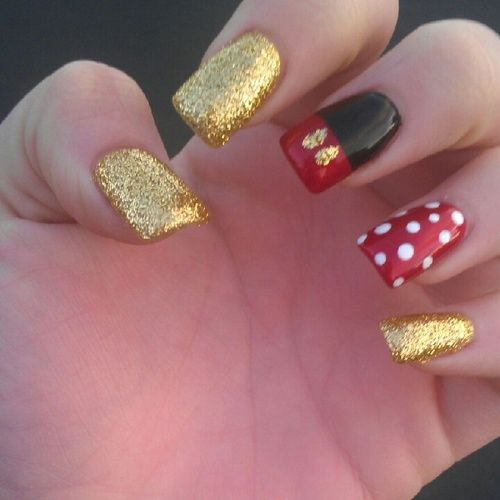 Mickey nails <3!!! Ima do these!!!! The week or so before I go to Disney I'll buy some longer press-on nails and maybe file them down then paint them like this <3