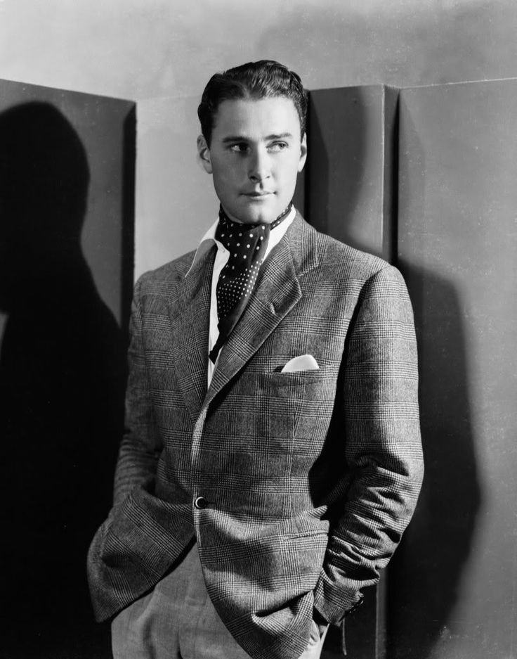 Errol Flynn: where the Hollywood metro-men get their hunkiness from today i.e. Ryan Gosling