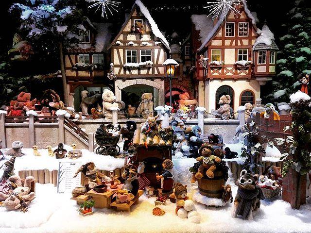 I love the shop windows at Christmas.  Ich liebe die Geschäftfenstern am Weihnachten.  #kaufhof #germanyatchristmas #christmasingermany #germany #deutschland #christmas #winter #weihnachtsdeko #weihnachten #fenster #window #shopwindow #laden #shop #shopping #village #teddy #teddies #teddybears #steiff #cute #beautiful #picturesque