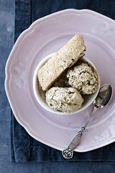 Hjemmelavet is gelato - Lakridsis med mandelkage