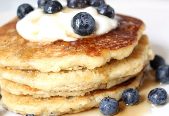 Low-Carb, Gluten-Free Almond Pancakes --> make a big batch and eat throughout the week for meals, after workout, and snacks on-the-go. #healthy #prepday