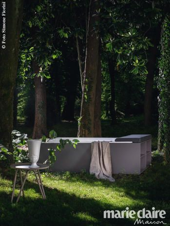 Quando i mobili da giardino hanno un filo diretto con la natura: dalle minipiscine ai divani XL passando per ombrelloni e pergole, i nuovi arredi per esterni.