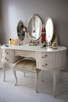 Add this dressing table design selection to your own inspirations for your next interior design project! More bathroom ideas at http://www.maisonvalentina.net/