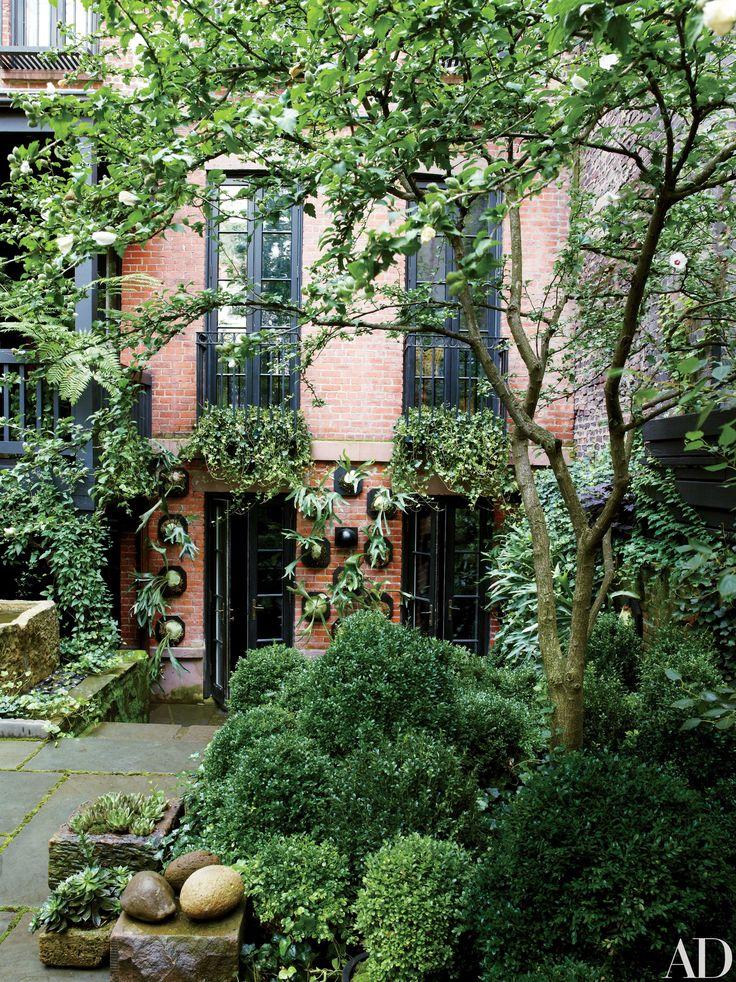 Julianne Moore's Verdant New York City Garden Photos | Architectural Digest