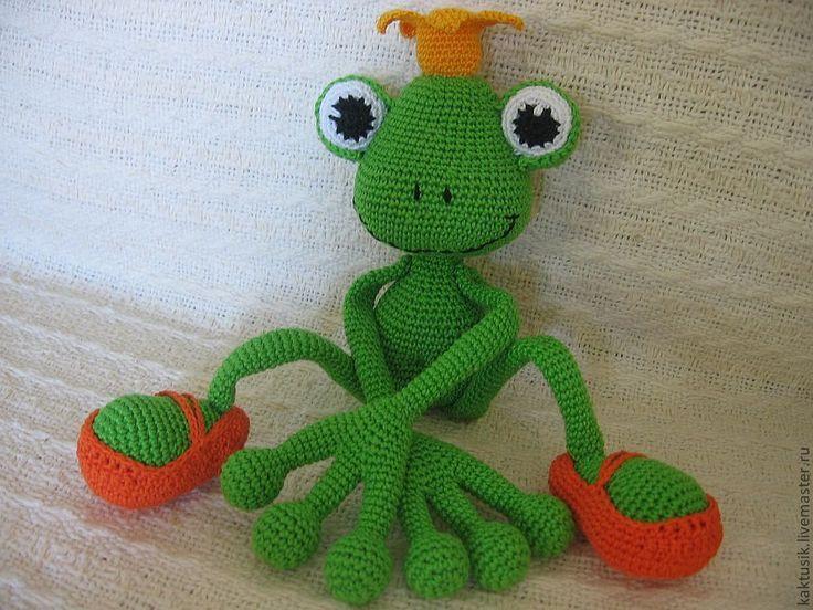 Купить Лягушонка-погремушка - зеленый, лягушка, вязаная лягушка, вязаная погремушка, погремушка, нитки хлопок