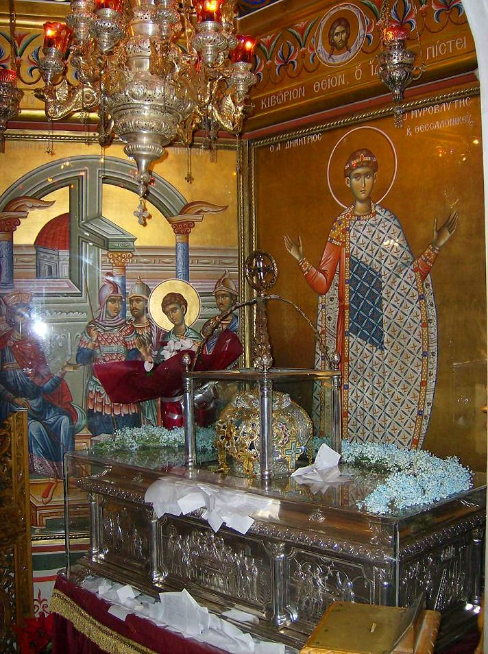 26 octobre (/8 novembre) - saint mégalomartyr Dimitri (Demetrios) de Salonique, le Myroblyte.  Reliquaire contenant le corps du saint, dans son église de Thessalonique (Grèce) http://www.schola-sainte-cecile.com/2015/11/05/programme-du-xxiiieme-dimanche-apres-la-pentecote-saint-demetrios-le-myroblyte-ton-6/