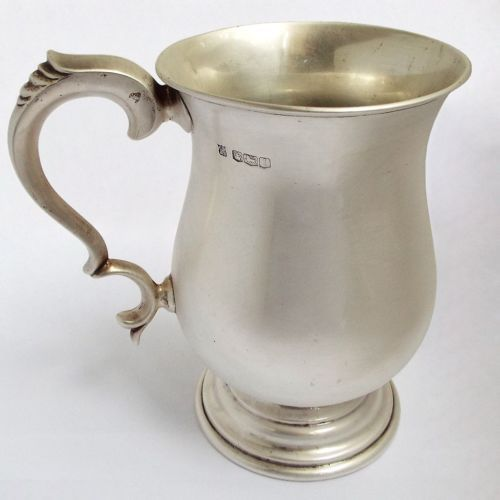 Handsome-Large-heavy-English-Antique-1951-Solid-Sterling-Silver-one-pint-Tankard