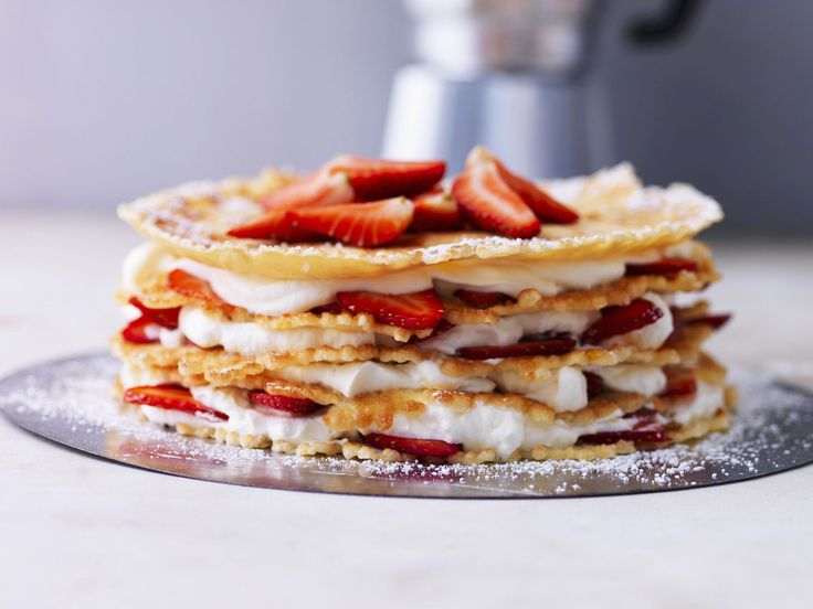 Mal eine etwas andere Torte. Pfannkuchentorte mit Erdbeeren - smarter - Zeit: 45 Min. | eatsmarter.de