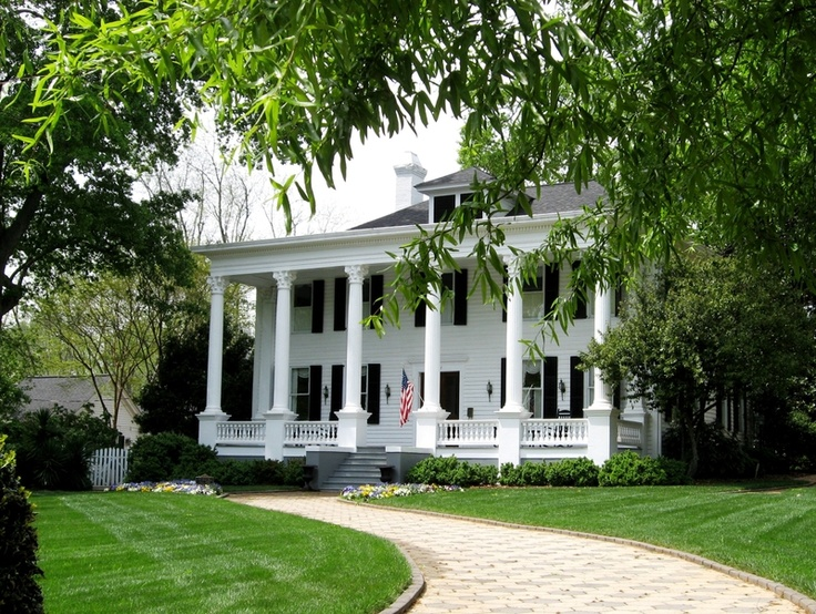25 best ideas about antebellum homes on pinterest for Southern home