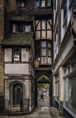 'Old London' St. Bartholomews Gatehouse, Smithfield Photo by Michael Hewes Flickr: https://flic.kr/p/JeNGrY http://www.historic-uk.com/…/Des…/St-Bartholomews-Gatehouse/