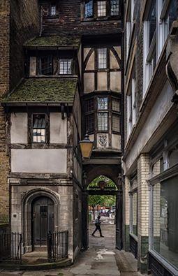 'Old London' St. Bartholomews Gatehouse, Smithfield Photo by Michael Hewes Flickr: https://flic.kr/p/JeNGrY http://www.historic-uk.com/…/Des…/St-Bartholomews-Gatehouse/