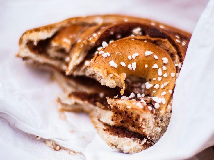 Kanelbulle, how to eat it? #food #sweden #sverige #kanelbulle #sweet
