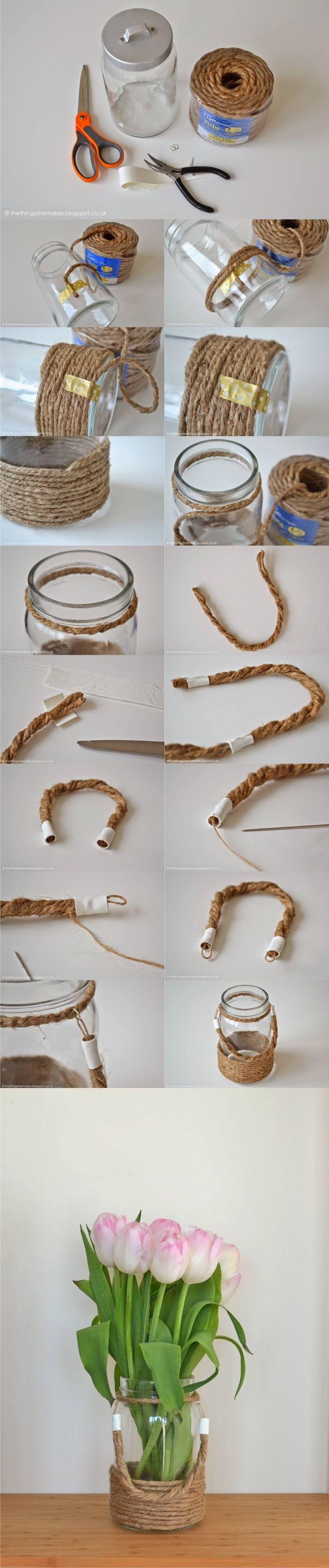 Florero con tarro y cuerda - thethingsshemakes.blogspot.com - DIY Rope Wrapped Mason Jar