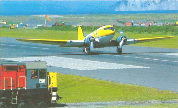 http://www.flightjournal.com/blog/2007/08/27/new-zealand-rail-freight-train-waits-for-a-fieldair-dc-3-topdresser-crop-duster-to-clear-the-runway/