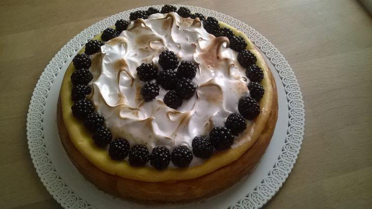Cheesecake meringata alle more di rovo