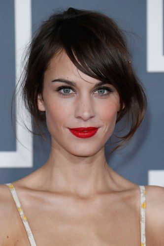 Alexa Chung balances out her little oval face with a side-sweeping fringe.