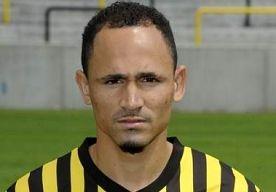 19-Apr-2013 11:42 - OUD-AJACIED PER DIRECT WEG BIJ LIERSE. Daylon Claasen vertrekt per direct bij Lierse SK. De Belgische voetbalclub liet dit vrijdag weten. De 23-jarige Zuid-Afrikaan had nog een…...