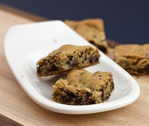 Delicious Blondies and Blonde Brownies: Mom's Blonde Brownies