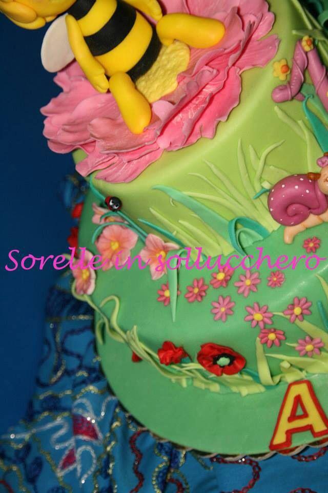 Maia the bee cake
