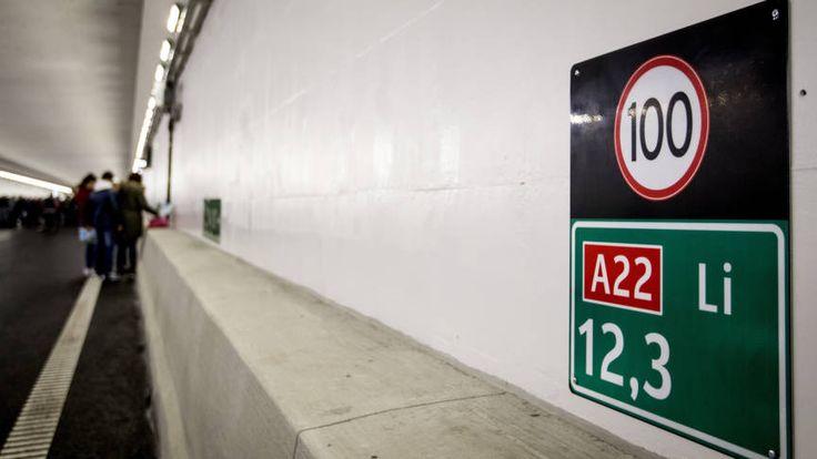 Velsertunnel na negen maanden weer open   NOS