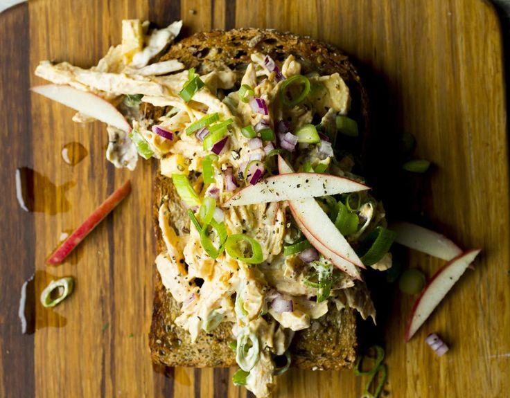 Toast. Ristet brød med hjemmelaget kyllingsalat