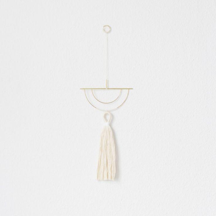 Smuk og elegant DIY wallhanger i messing og tekstil. Lav den selv som dekoration til væggen, i vinduet eller frithængende. Nordisk design og oplevelse i ét.  Brass, Twine, Wallhanging, Wall hanging, Nørkl