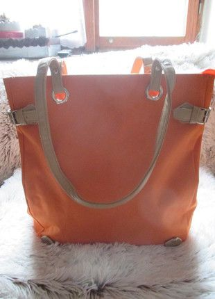 Kupuj mé předměty na #vinted http://www.vinted.cz/damske-tasky-a-batohy/platene-tasky/10976640-oranzova-velka-pevna-taska-nova