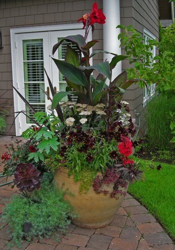 Patio Flower Pots And Planters: Gardens Ideas, Flowers Gardens, Outdoor Ideas, Container Gardens, Flowers Pots, Flower Pots, Patio Flowers, Planters,  Flowerpot