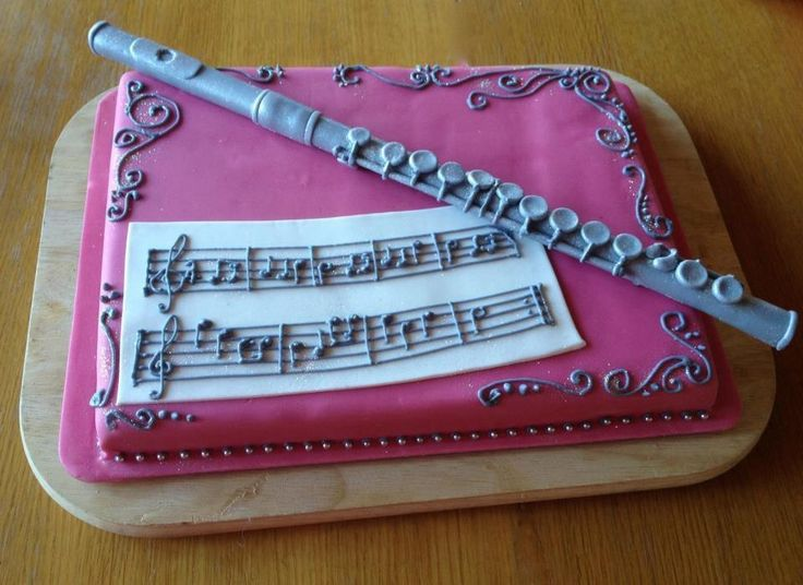 don't tell me twice I need not to waste my decorating time by modelling a fondant-flute :-)